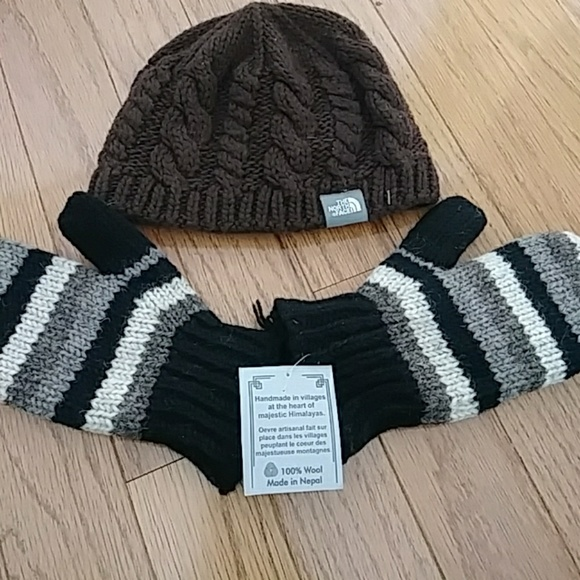 f8621d024 The North Face Hat & Nepal Glove set NWT